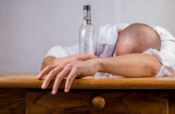 Uwaga na świąteczny alkohol